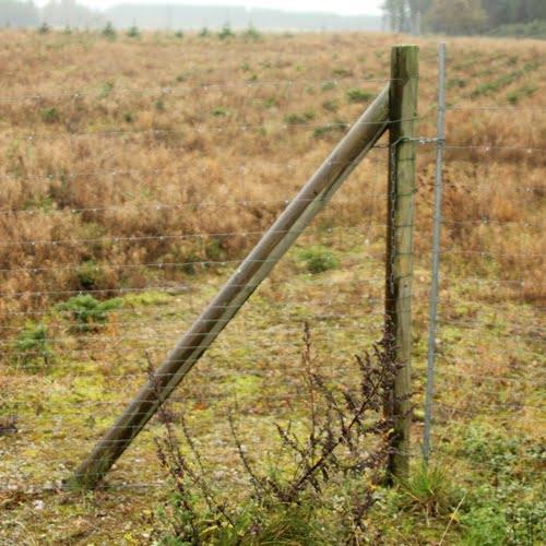 Ledåbning. Frit jernrør eller stolpe fastsnoret på permanent stolpe