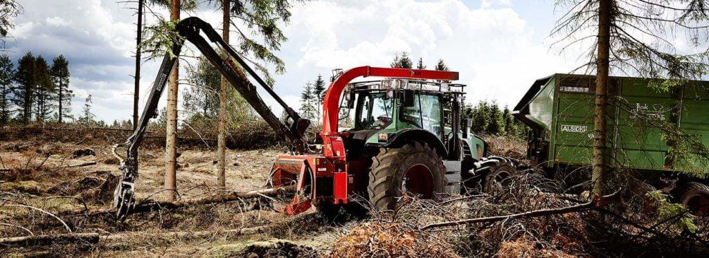 Er det nu, jeg skal have en flishugger i skoven? Er skovsporet bredt nok? Kan jeg selv fælde træerne? Trænger skoven i det hele taget til tynding? – og hvad er økonomien, hvis jeg vælger at flishugge nu? Det er blot nogle af de spørgsmål, du kan stille sig selv om flishugning.
